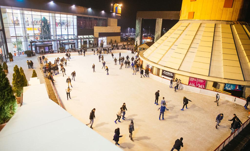 S-a deschis Patinoarul Ice Dream din cadrul Iulius Mall Suceava