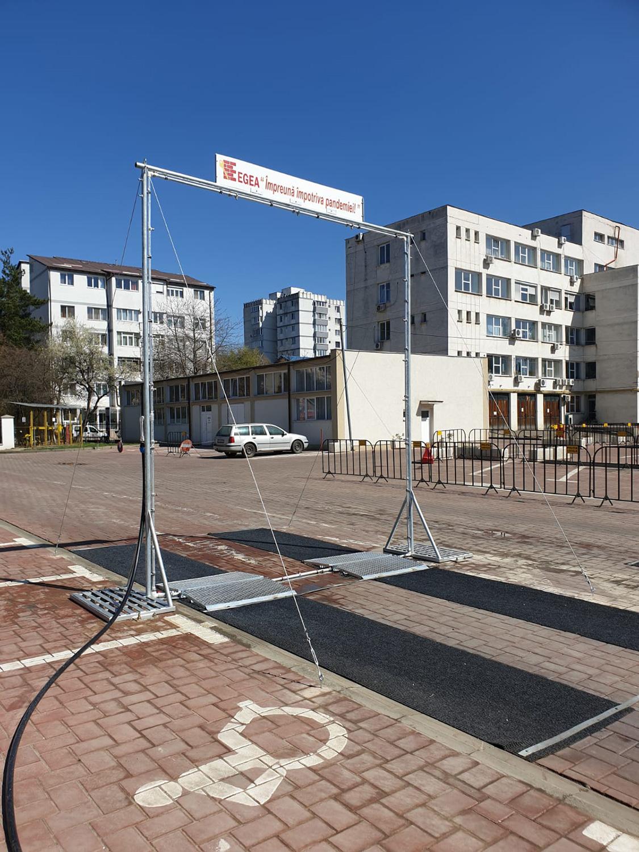 Universitatea Ștefan cel Mare a montat o instalație de dezinfectare a mașinilor în curtea Spitalului Județean de Urgență Sfântul Ioan cel Nou