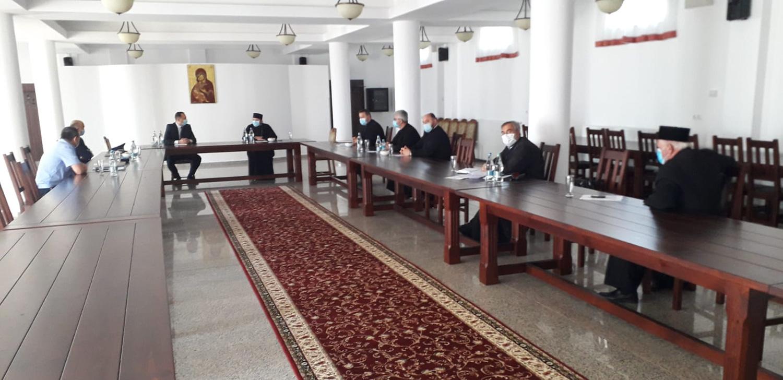 Arhiepiescopia Sucevei și Rădăuților menține regulile de distanțare socială în timpul ceremoniilor religioase