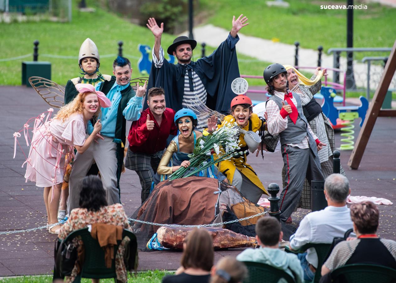 Tragicomedia lui Don Cristóbal și a Rositei (fotoreportaj)