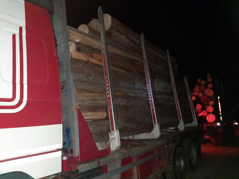 Camion depistat la al doilea transport de lemn pe același aviz