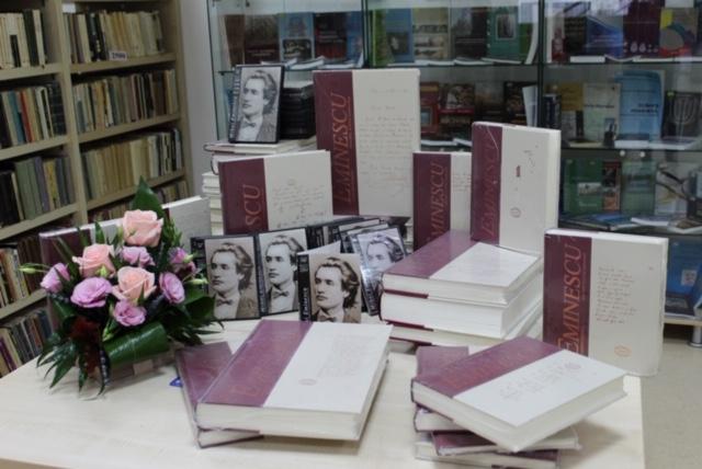 Biblioteca Universității Ștefan cel Mare și-a mărit colecția cu 47 de volume eminesciene