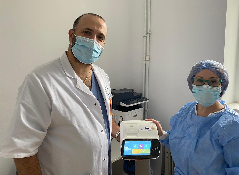Rotary Club Suceava Cetate a donat un analizor FIA 8600 Secției de Boli Infecțioase a Spitalului Județean de Urgență Sfântul Ioan cel Nou din Suceav