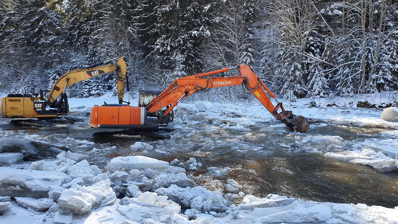 Aglomerare de ghețuri pe cursul râului Bistrița